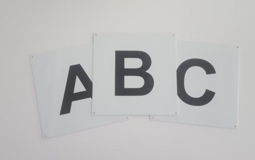 standard lakeret skilteplade med foliebogstav