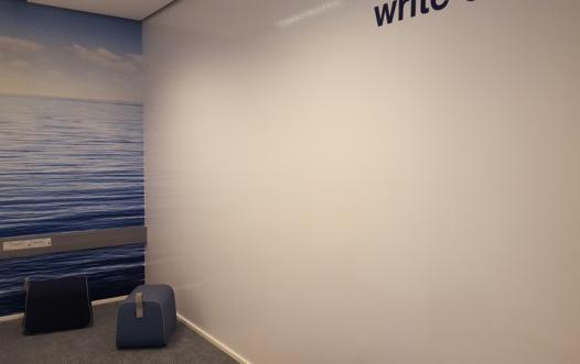 whiteboard folie på en hel væg