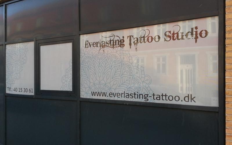 everlasting tattoo - window grafic folie du kan se ud af men ikke ind af