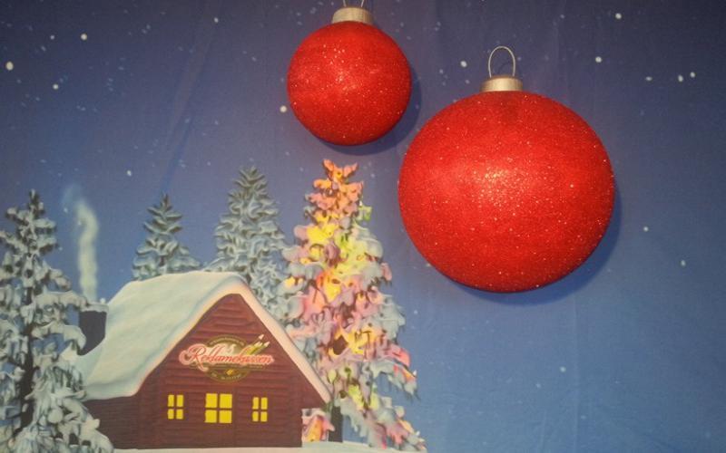 Ekstra stor julekugle til dekoration i centre, hoteller, lobby m.m. Udført i styropor/flamingo