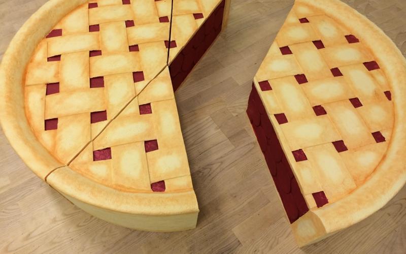 kæmpe stor tærte med kirsebær brugt som pie chart