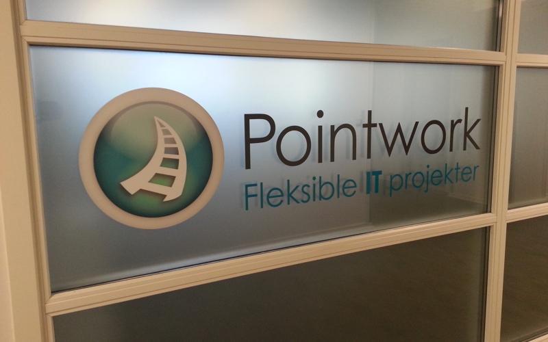 pointwork logo folietekst på baggrund af dusted folie