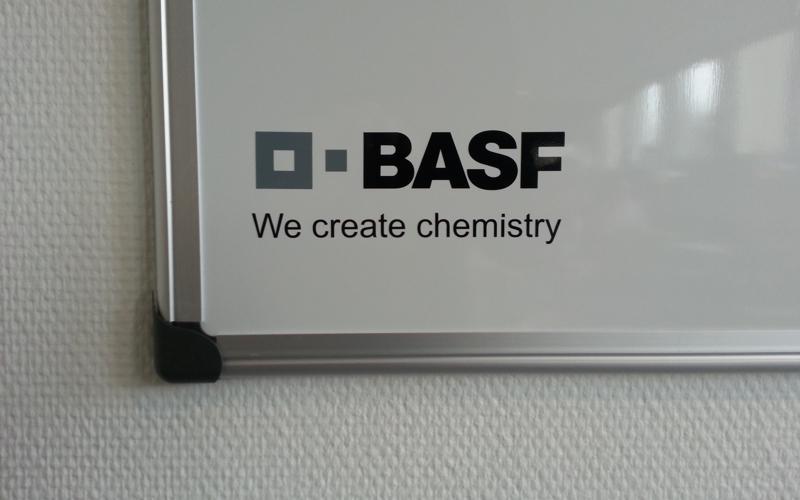 whiteboard tavle med logo i folie